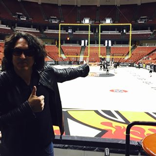 No such thing as @kissonline or #LAKISSFOOTBALL without @paulstanleylive. Great to have him in the house today! #WEAREONE